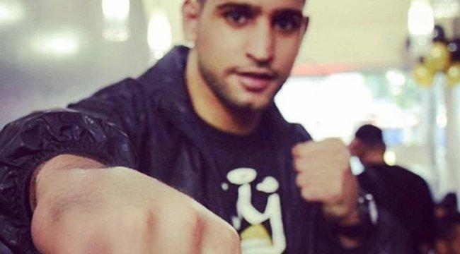Khan nemcsak bokszban, hokiban is erős (18+)