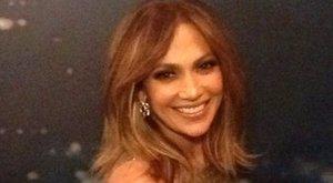 Ilyen szexi Jennifer Lopez, mikor leugrik a boltba – képek