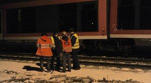 Kisiklott egy vonat Esztergomban – képek