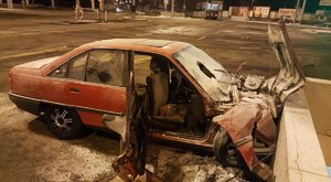 Baleset a Róbert Károly körúton: egy sérültet a tűzoltóknak kellett kivágni az autóból