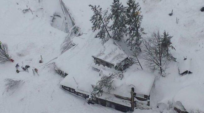 Már több mint 30 halálos áldozata van az olaszországi földrengésnek és lavinának