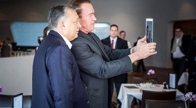 Terminátorral fotózkodott Orbán Viktor