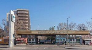 800 ezret kaszál a paraelnök cége a kórházon