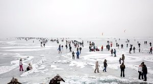 A Tisza-tó jegén tévedt el egy nő