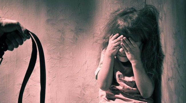 Nem akarta bántani gyermekeit, így inkább a barátnőjét kérte meg erre