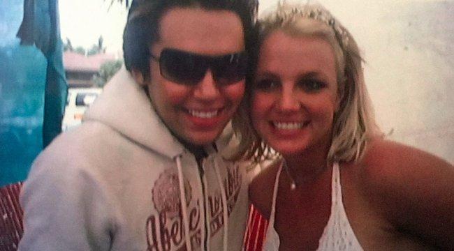 21 milliót fizetett a fiú, hogy Britney Spearsre hasonlítson
