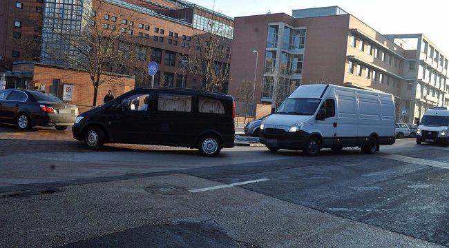 Megérkezett a veronai áldozatokat szállító konvoj a Honvédkórházhoz – fotók