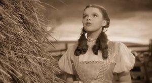 78 év után derült ki: forgatás alatt molesztálták a tini Judy Garlandot
