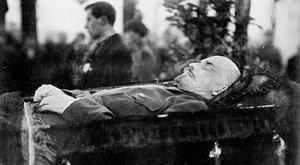 Új öltönyt kap Lenin múmiája