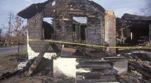 Megégett holttestet találtak egy kiégett tiszafüredi házban