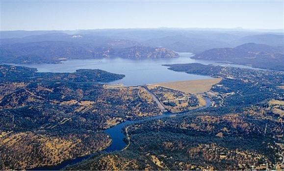 Pánik Kaliforniában: összeomolhat egy gát, kimenekítik a lakosokat