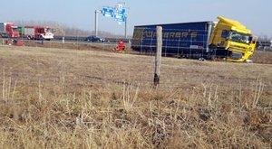 Tragédia az M5-ösön: igazoltatás közben gázoltak halálra egy rendőrnőt – fotók