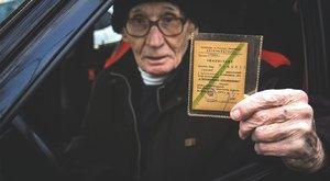 Hetven év az utakon: a 90 éves Józsefnek még sosem volt balesete!