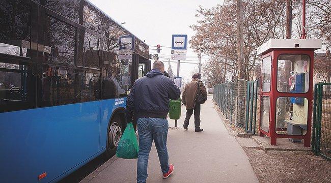 Nincs pad? Kispesten trükkel oldják meg a buszra várakozást