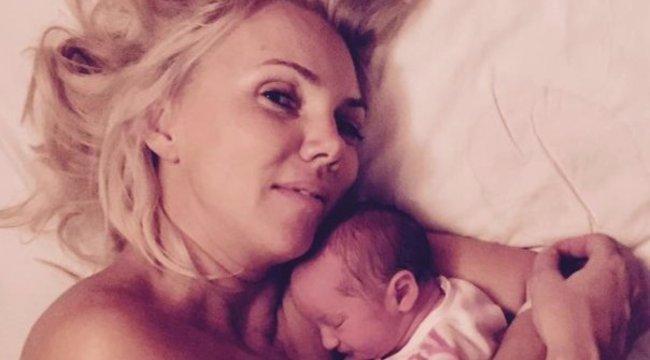 A tévében mutatta be kisbabáját Fejős Éva