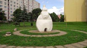Bea gigantikus szobrokat farag, mert erre kattant rá