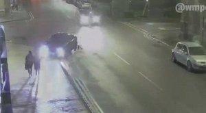 Járdán gázolta el a 17 éves lányt, aztán elhajtott – sokkoló videó
