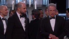 Kínos: rossz filmnek adták át az Oscar-díjat! Videó