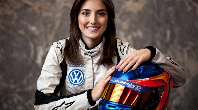 Újabb szexi pilótanő kap esélyt az F1-ben