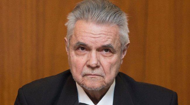 Bírákat kevertek Oszter Sándor perébe