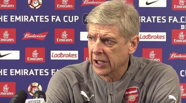 Wenger csak sétálgat az edzésen, ezzel vágja gallyra az Arsenalt