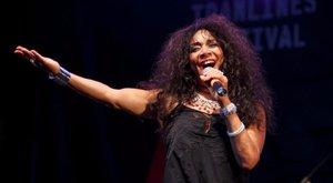 Elhunyt az énekesnő, akinek dalára anno az egész világ bulizott