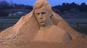 Petőfi lett a homokból