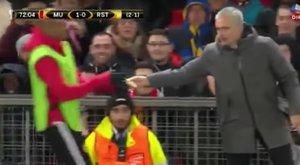Meccs közben kapott egy banánt a United játékosa Mourinhótól