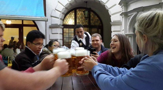 Brit tudósok rájöttek, miért jó inni