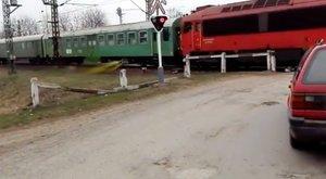 Különös: sárgás-zöldes trutyit spriccelt a vonat Nyíregyházánál