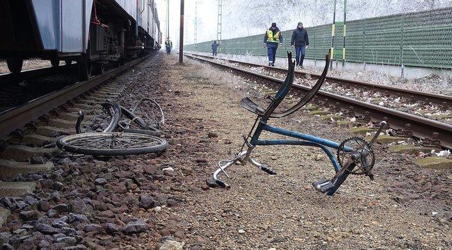 Kerékpárját toló férfit gázolt a vonat Isaszegen