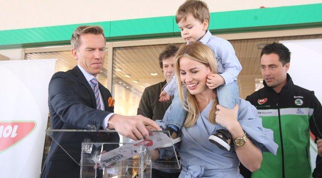 Mádai Vivien kisfiából benzinkutas lesz?