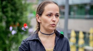 Normális sulit akart a gyerekeinek a volt szóvivő - ezért külföldre költözött