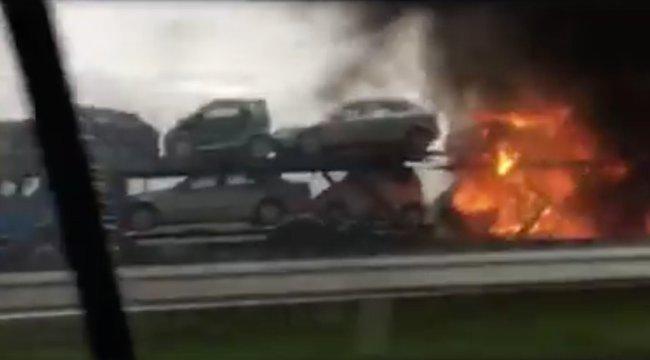 Hatalmas baleset az M3-ason: négy kocsi kigyulladt