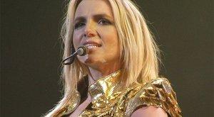 Britney szexi popsit gyúr magának