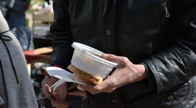 30 ezres büntetést kapott a rászorulóknak ételt osztó csoport
