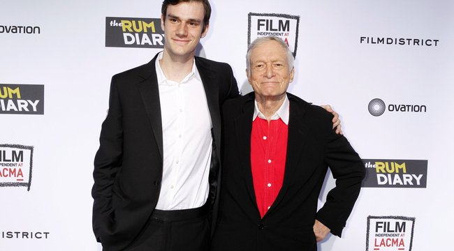 Ma 91 éves: csak a háta fáj a vén kujon Hugh Hefnernek