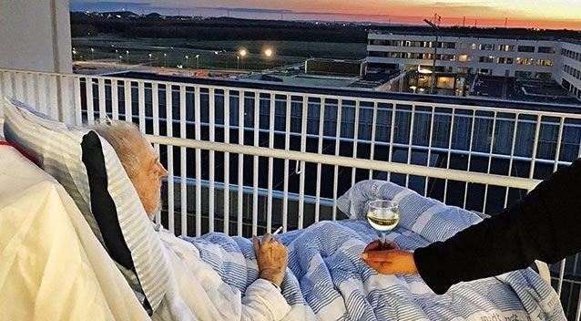 Felrúgta kórházi protokollt, hogy jót tehessen a betegével