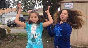 Tragédia: kivégezte kislányait, majd magukra gyújtotta az autót