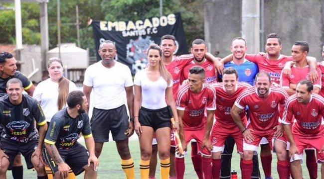 Melltartó nélkül lenget a szexi brazil – fotók