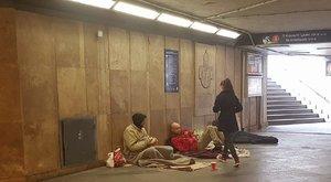 Hajléktalanoknak készült húsvéti ajándékkal a 12 éves Lina