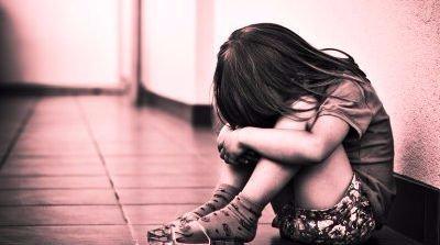 Hároméves korától erőszakolta nevelt lányát, míg a felesége dolgozott
