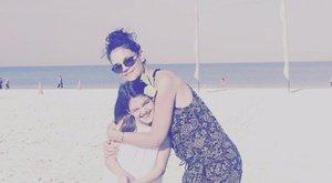 Így szülinapozott Katie Holmes a kislányával – fotó
