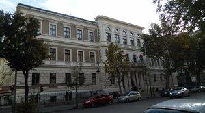 Hat külföldi egyetem működési engedélyét vonták vissza Magyarországon
