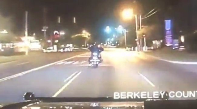 A motoros nem foglalkozott üldözőjével, az életébe került