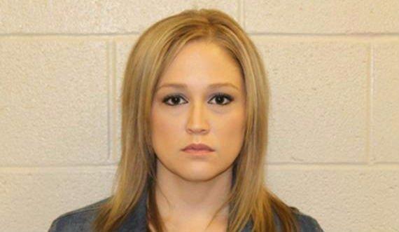 Megúszta a börtönt a tanárnő, pedig gruppenbe csábította diákját
