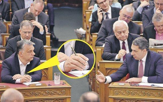 Ócska ceruzával jegyzetel Orbán Viktor