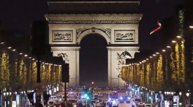 Rendőrök lepték el Párizs egyik vasútállomását