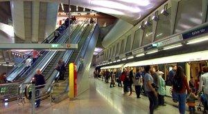 Ráfizet a BKV a 4-es metró utasaira