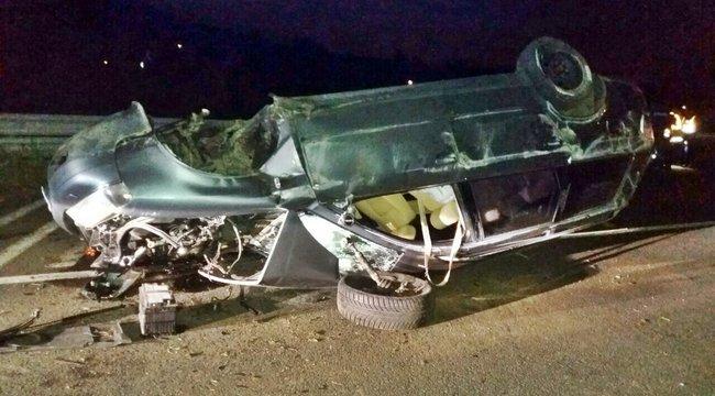 Halál Mogyoródnál: kirepült az autóból az utas – fotók